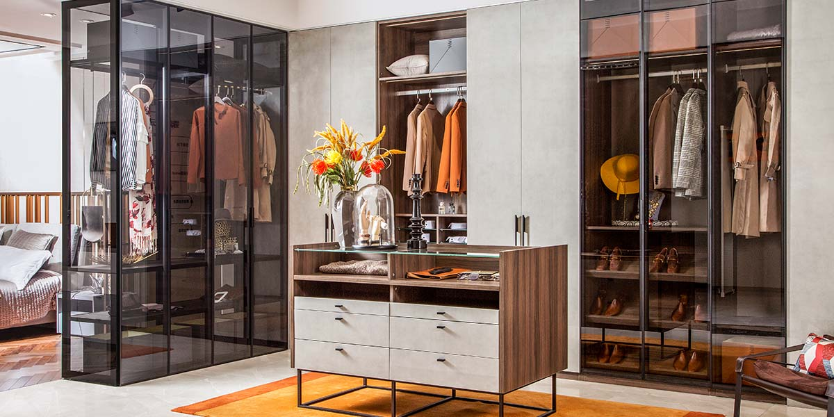Modern Fashion Wood Grain With Glass Walk In Closet PLYJ19010-083