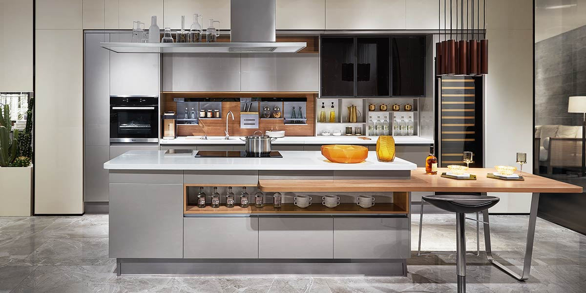 Silver Flashing Lacquer Straight-Line Kitchen with Island PLCC18087