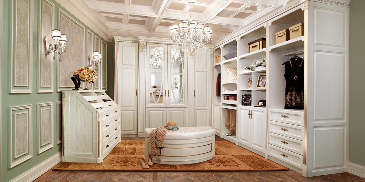 YG21436: Traditional Solid Wood Walk-in Closet